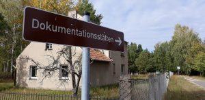 Hinweisschild_Doumentationsstätten Jamlitz